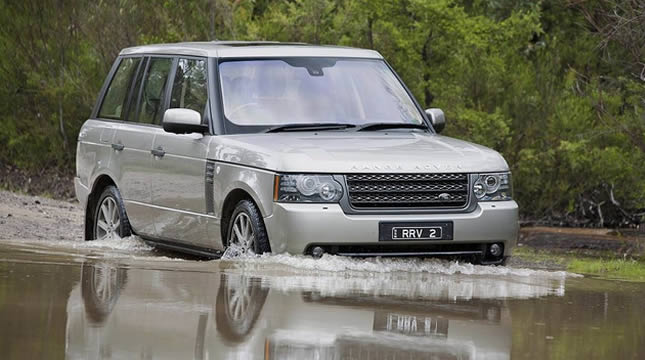 Experience the similarities and the differences between the two RANGE ROVER models